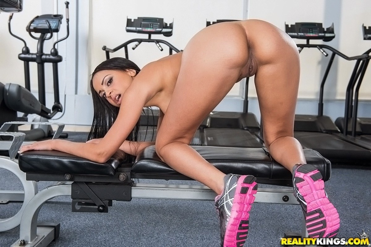 hot-nude-workout-chicks-naked-girls-pissing-on-the-floor