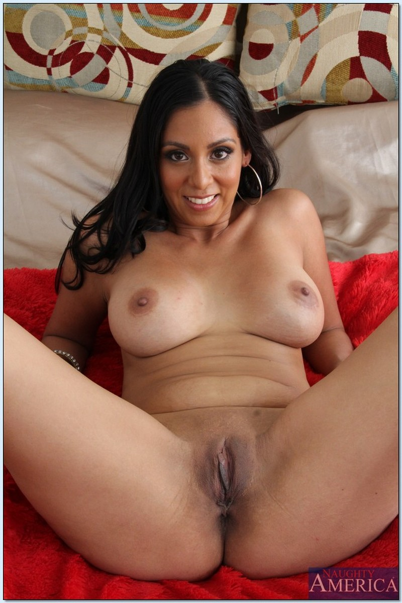 Latina Milf Kindly Agrees To Masturbate Naked
