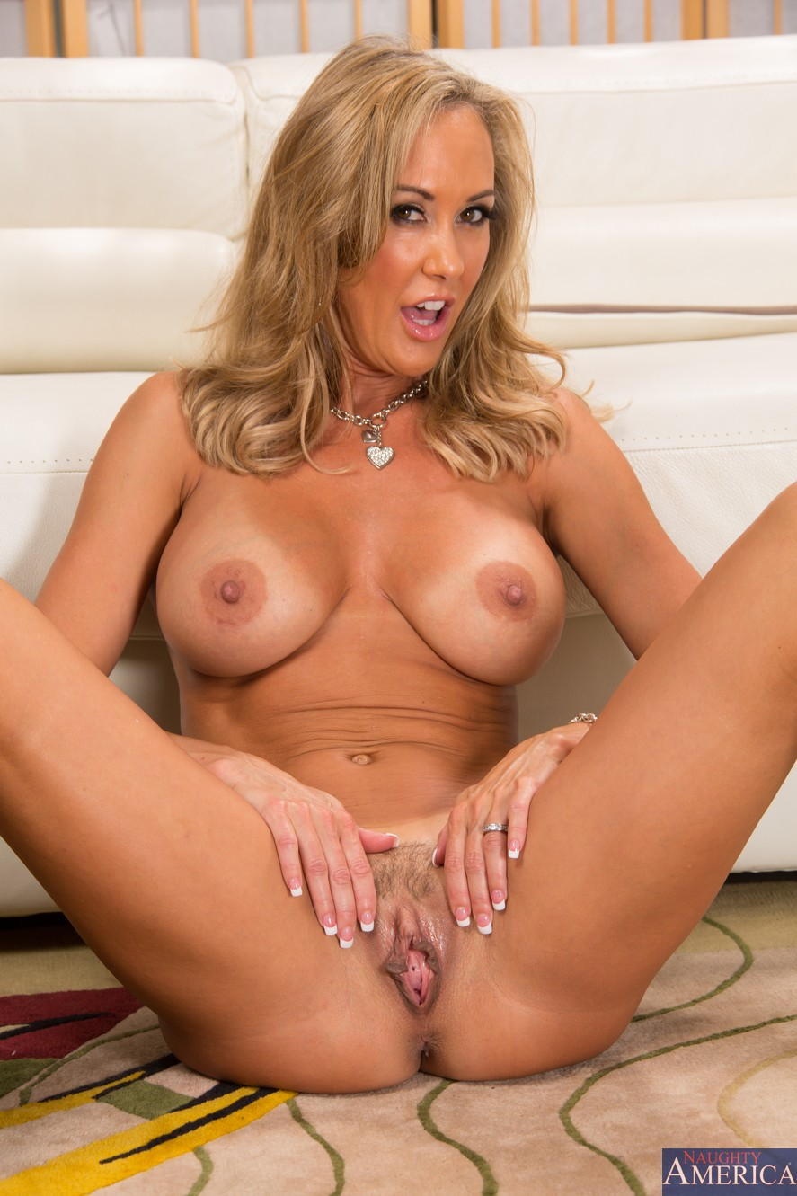 Milf loves pussy — photo 3
