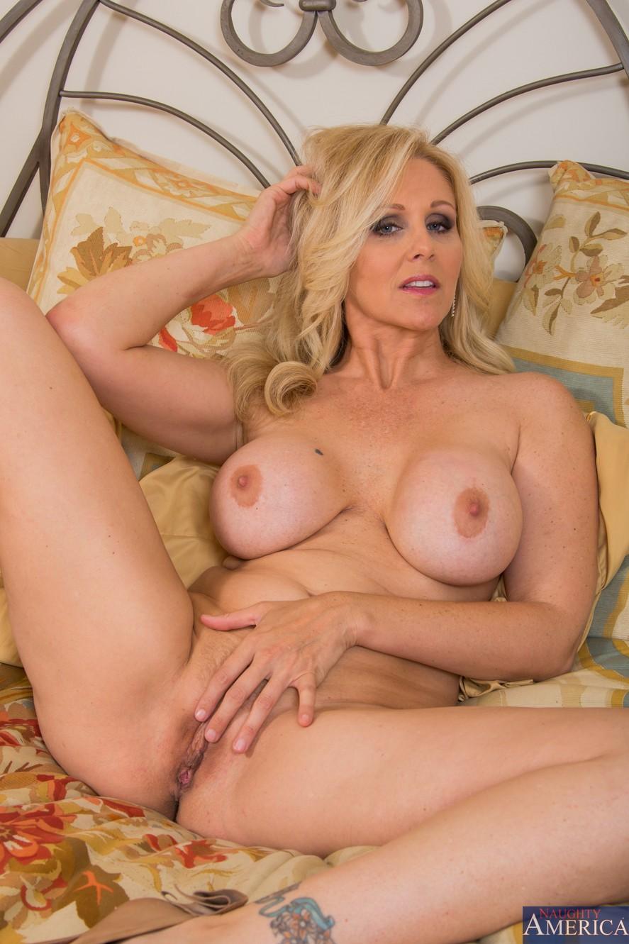 зрелые грудастые порно актрисы каталог фото