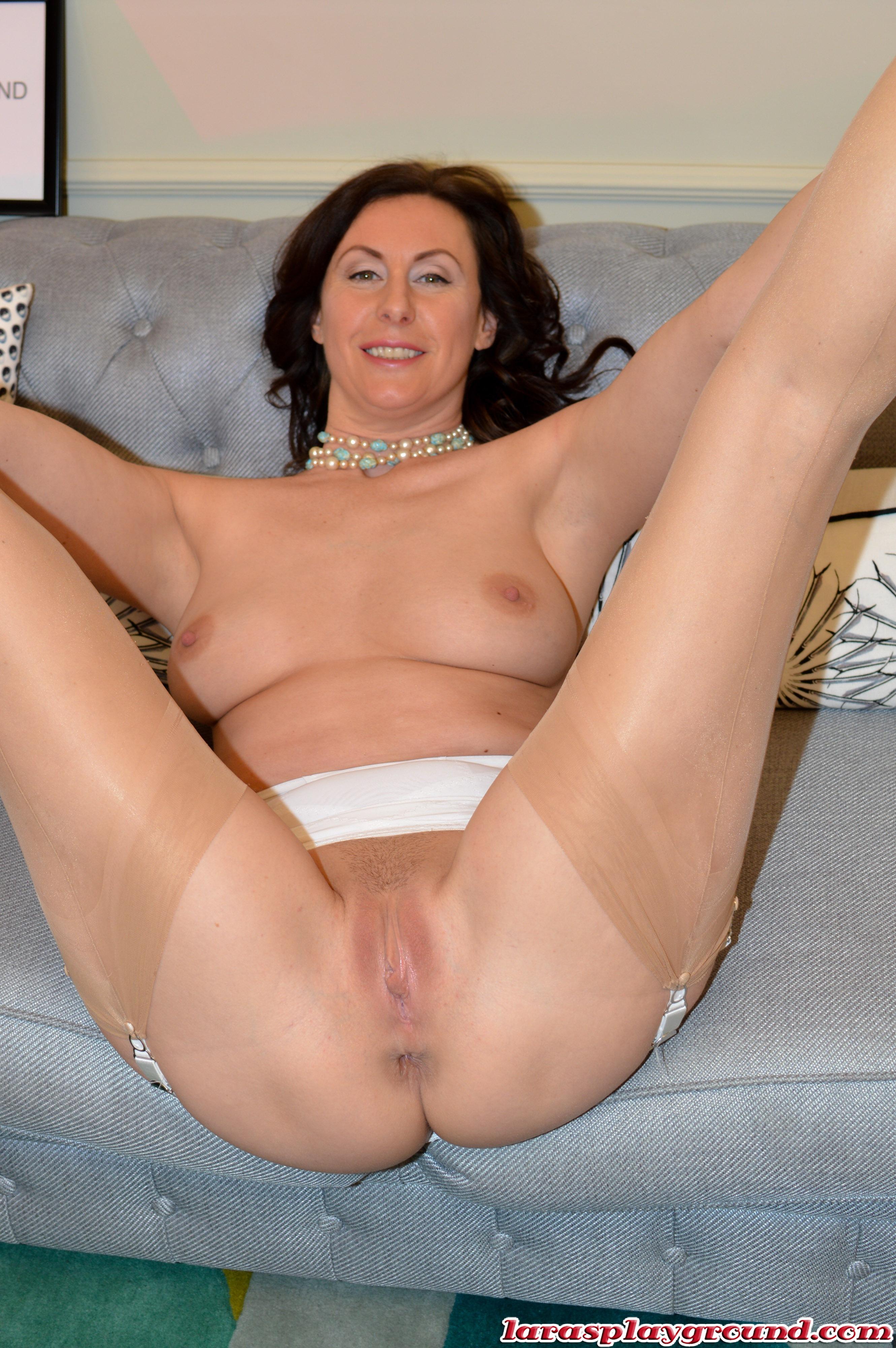 Lara latex porn pictures